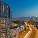 Westzeedijk Rotterdam tijdens het blauwe uurtje