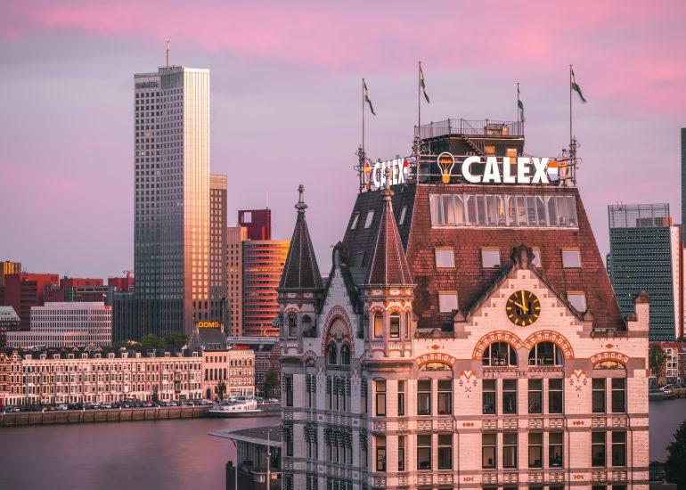 Een prachtige zonsondergang in Rotterdam