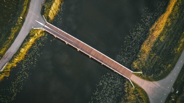 Het bruggetje van Kinderdijk van bovenaf