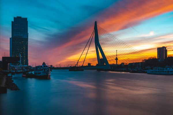 Spectaculaire zonsondergang in Rotterdam
