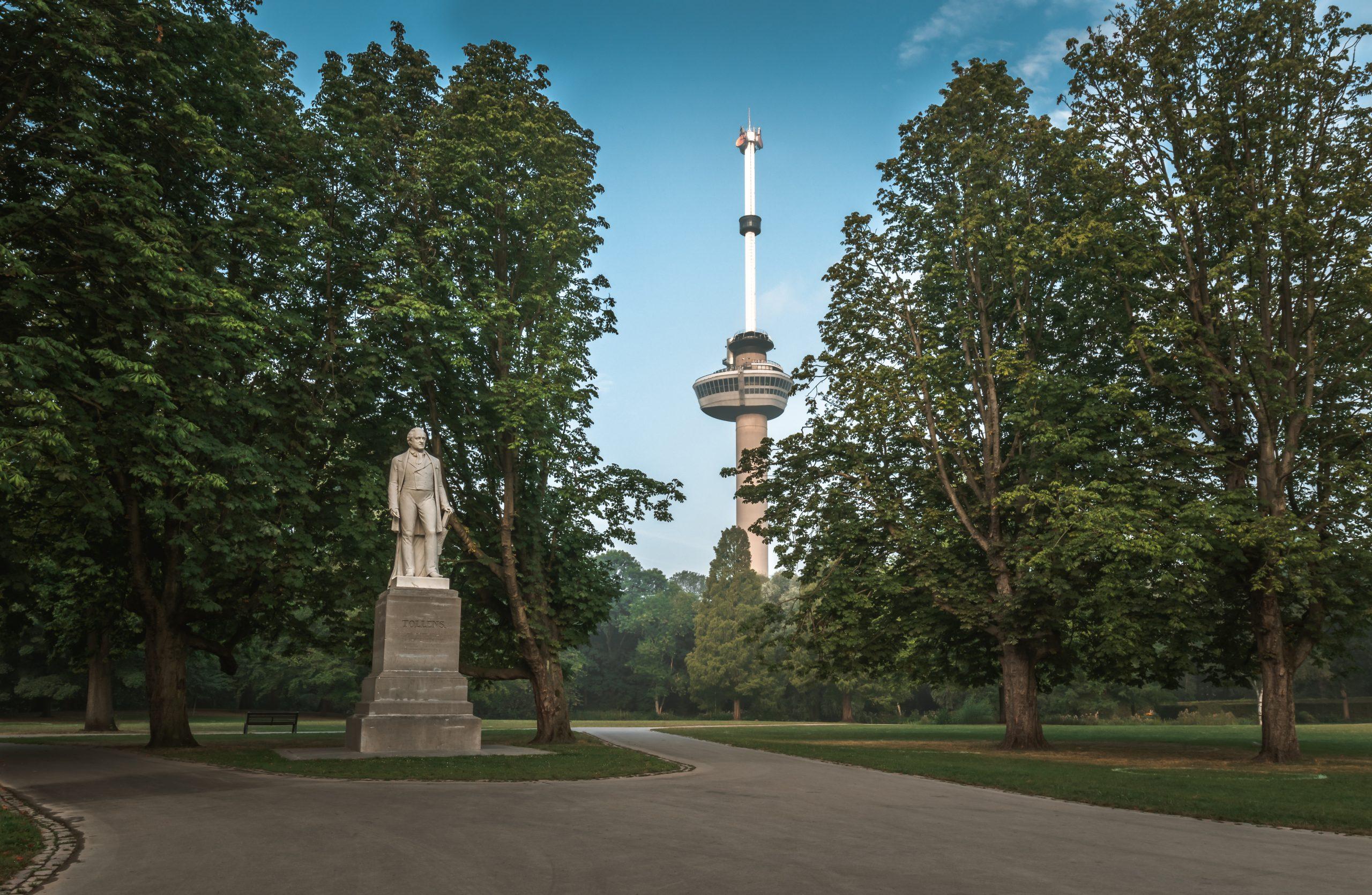 Het Park in Rotterdam met uitzicht op de Euromast