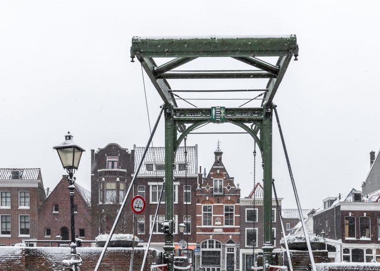 Piet Heynsbrug in Historisch Delfshaven te Rotterdam
