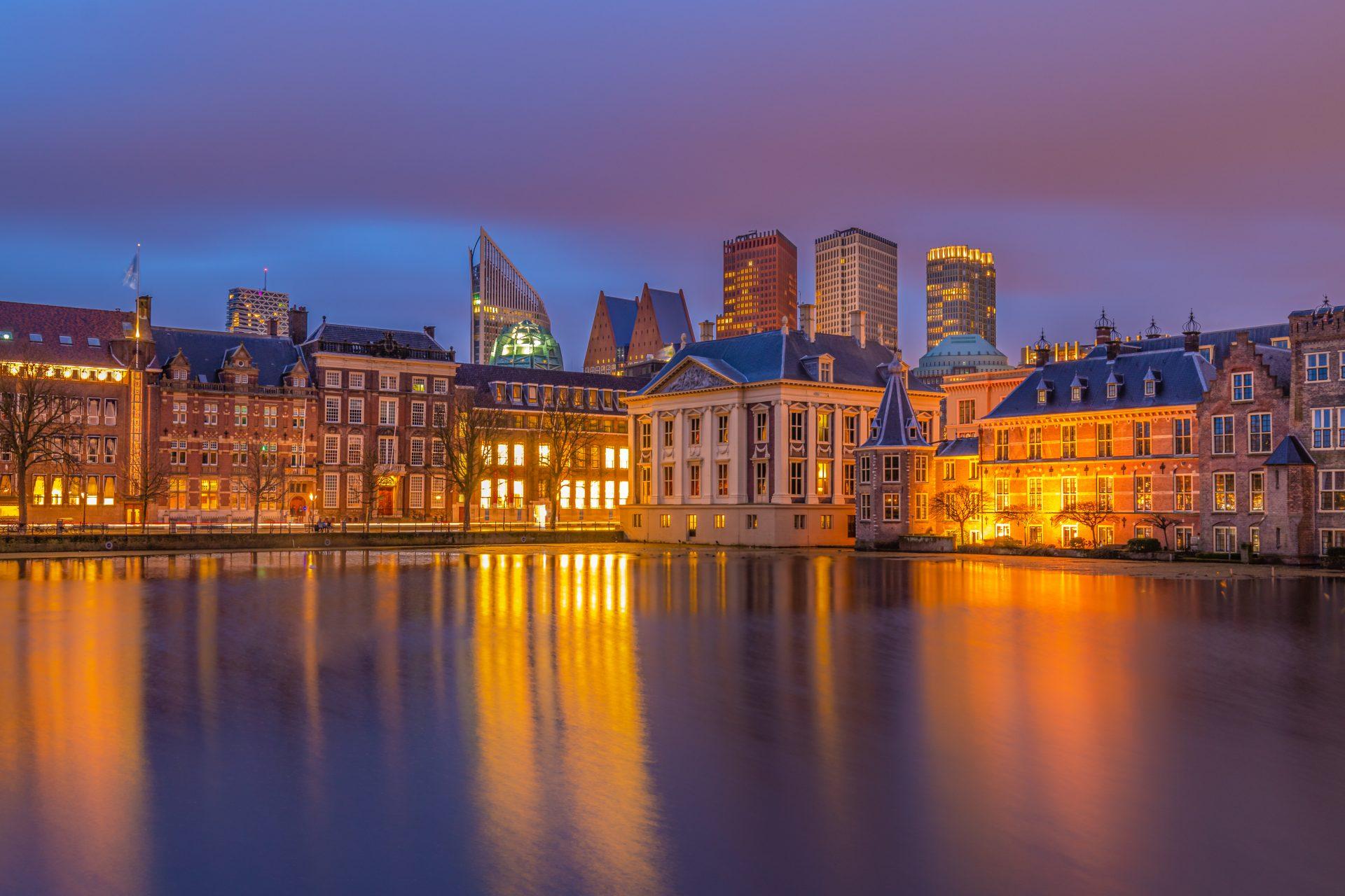 De Hofvijver (Den Haag) na zonsondergang