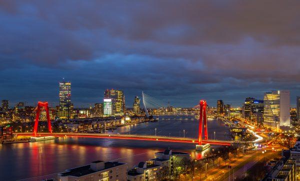 Uitzicht op Rotterdamse skyline